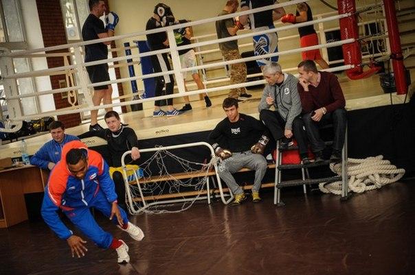 Как Ломаченко в Киеве тренировался (фото, видео)
